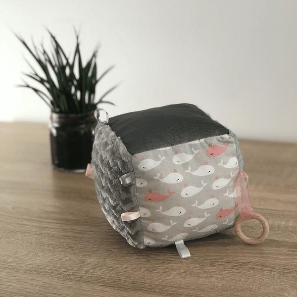 cube d'éveil permet de développer les sens de votre bébé